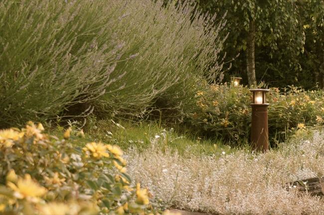 Balizas luminosas para v a p blica balizas para jard n for Balizas jardin